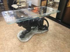 Стеклянные столы со скульптурой